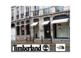Les enseignes Timberland et The North Face sur la place du Lion d'Or à Lille