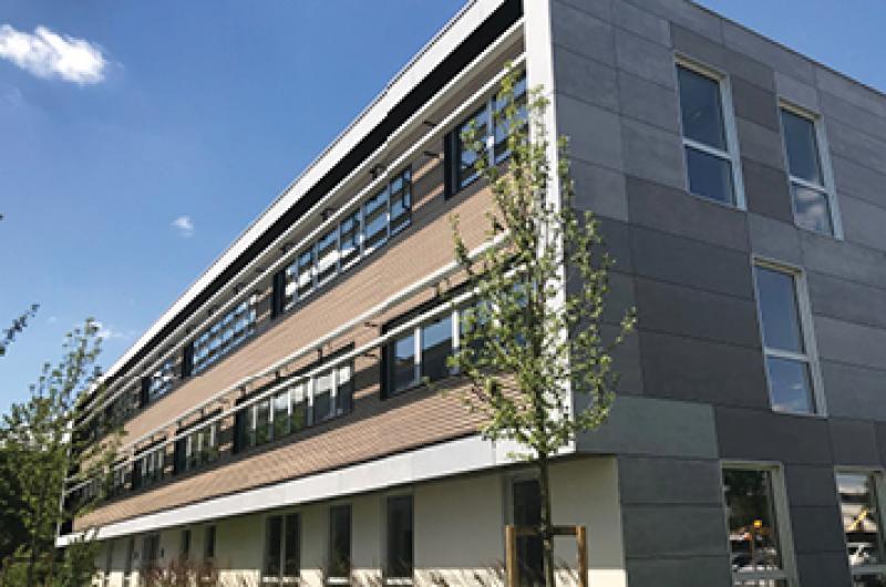 Location de Bureaux neufs sur La Pilaterie Le Hub - Effet d'enseigne